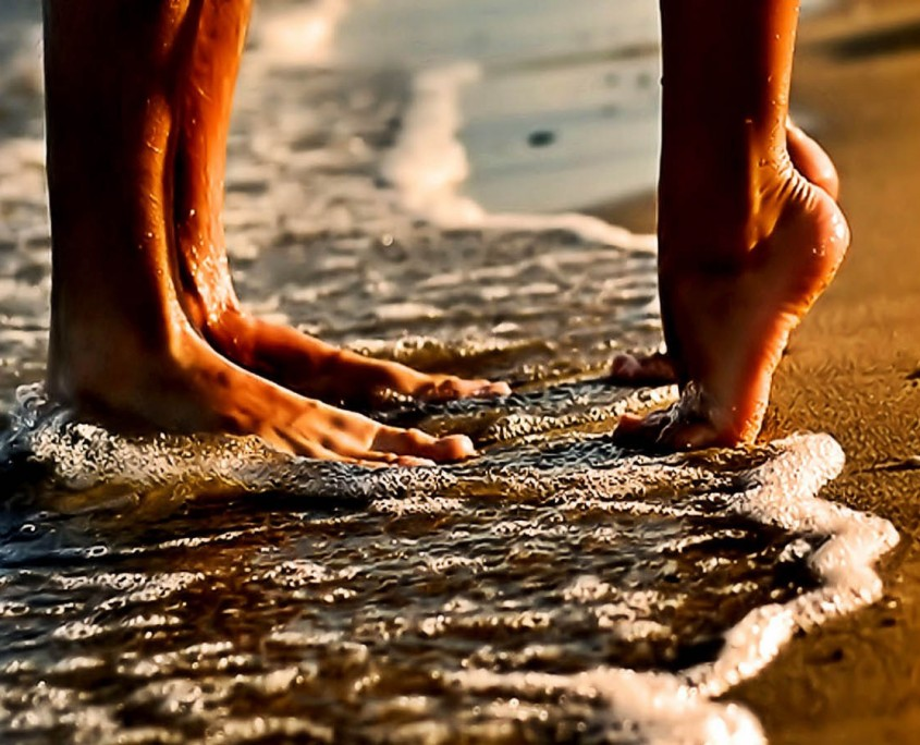 Couple-Love-Beach-Romance-HD-Wallpapers